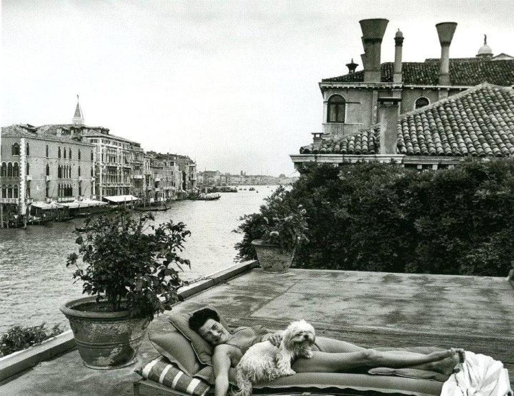 peggy-guggenheim-at-home-on-the-terrace-in-venice